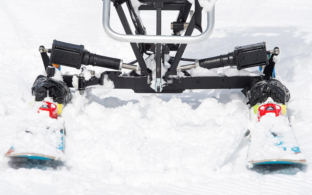 ELECTRONIC MOVERS<strong> Powerful actuators control skis independently, allowing for precise control over speed and turning.</strong><br><i>enlarge +</i>
