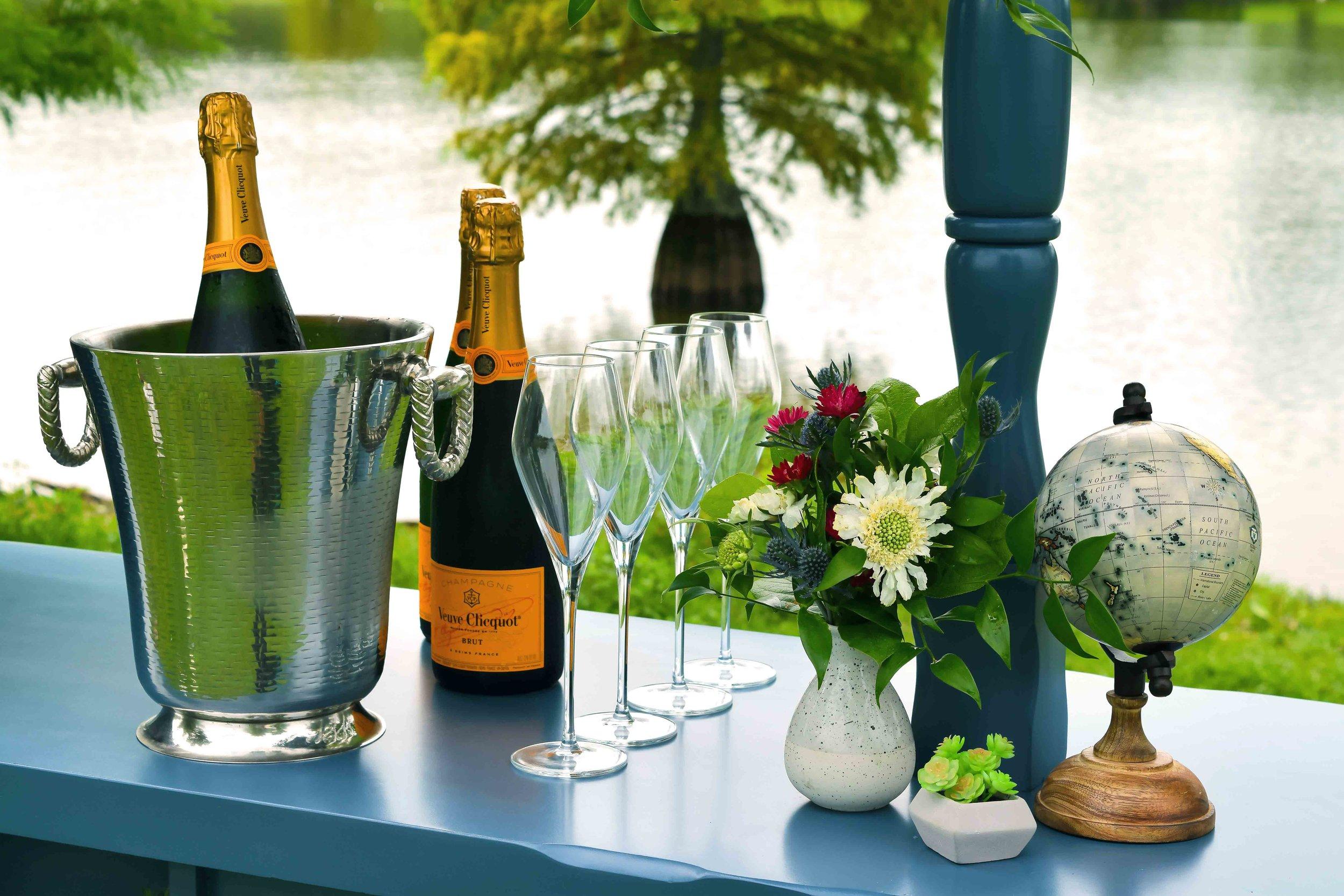 Styled_mobile_Champagne_Bar_Little_Champange_Cart