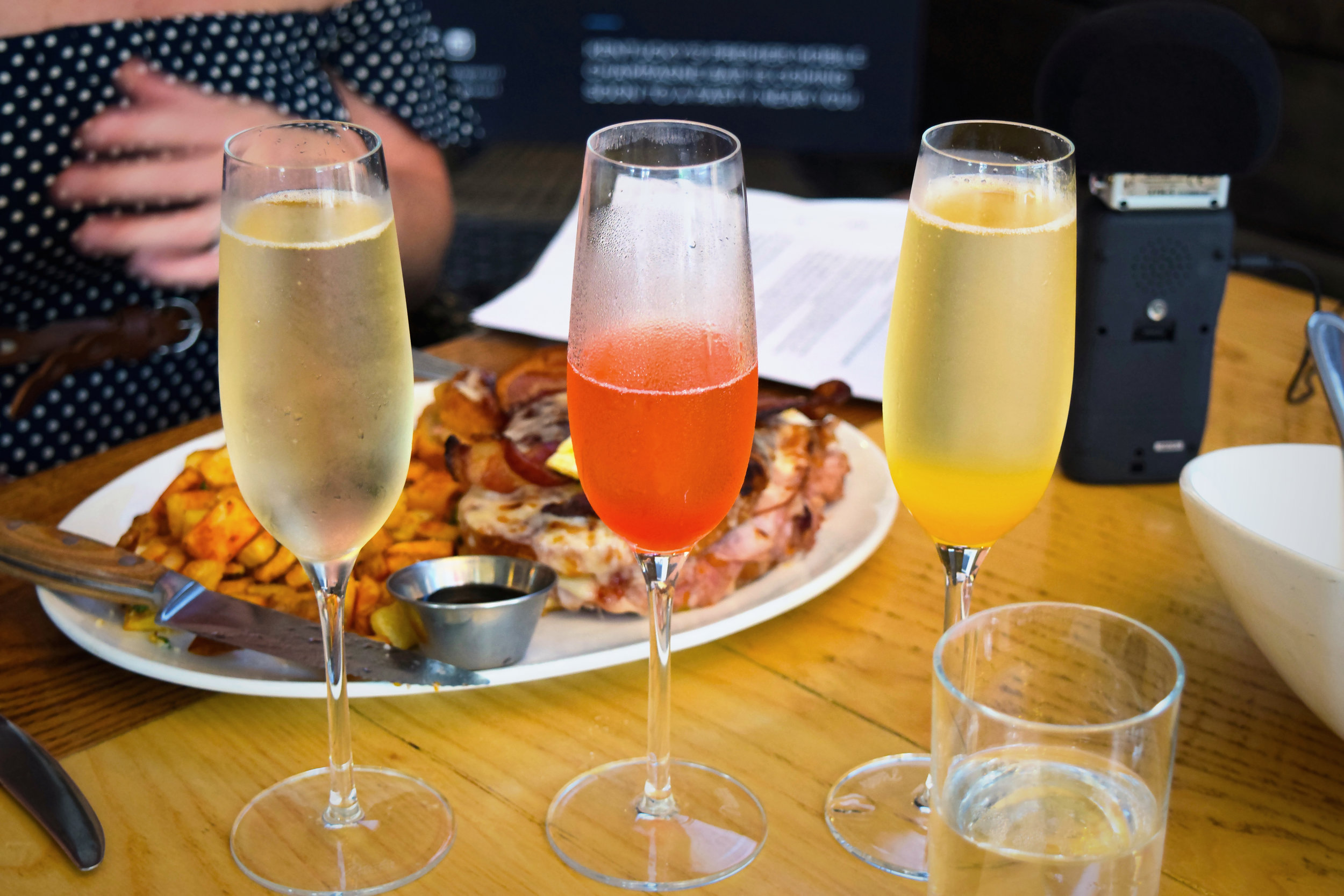 carsons_brunch_boozy_podcast_little_champagne_cart