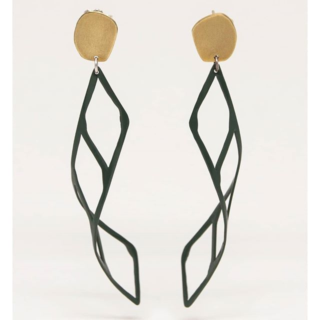1 x 4 Diamond Dangles, the big sister of the Single Diamond Dangles. Available in D.Green and Gold. More of these are definitely on the bench.  #diamonddangles #earrings #elegantearrings #handmade #hechoamano #chicago #snagmember #makersgottamake #earringaddict #dailywear