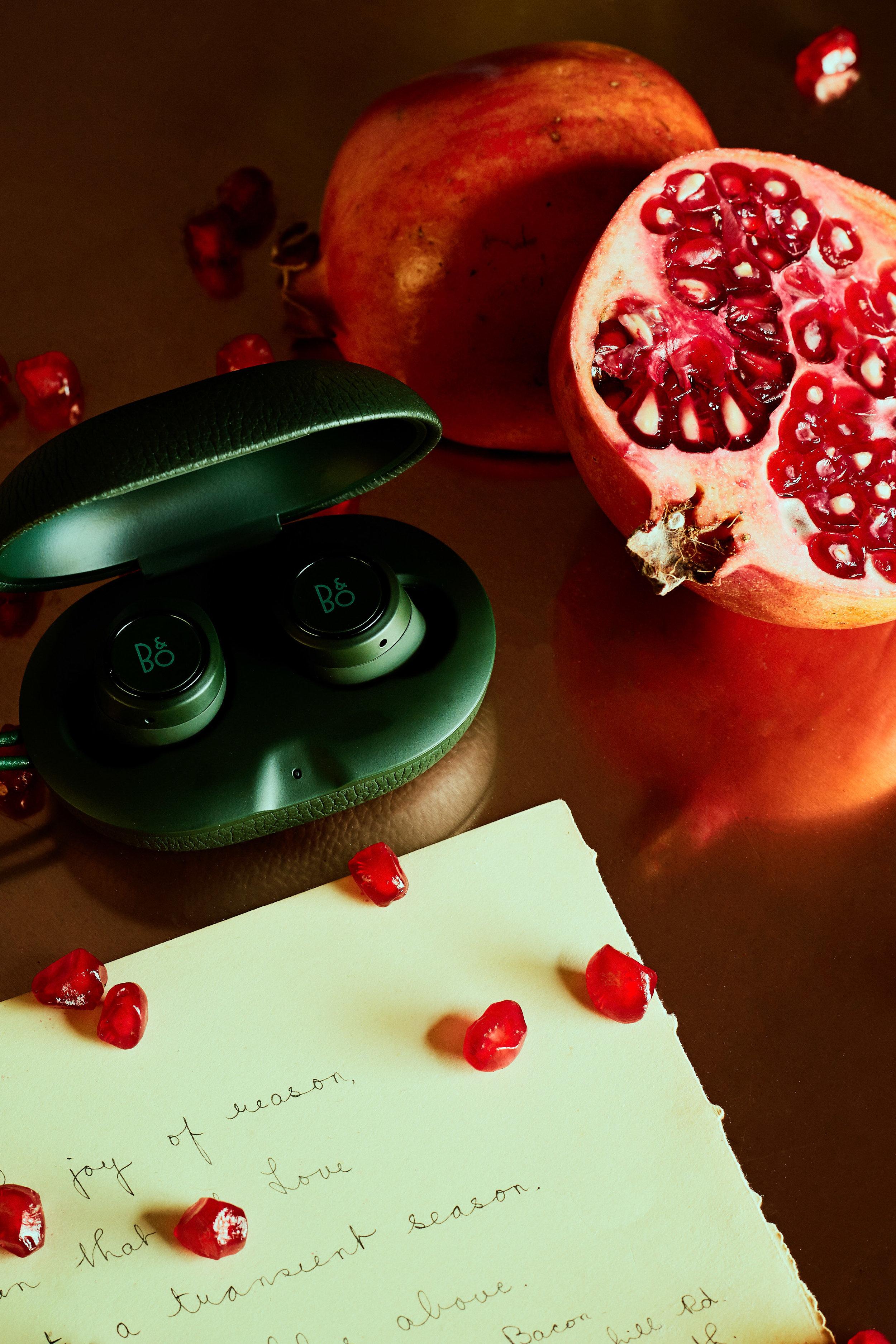 BANG & OLFENSON  E8 Wireless Headphones in Moss Green  £269