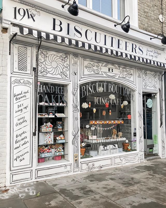 Here is another cute cafe finds in Notting Hill! @biscuiteersltd definitely has some of the cutest biscuits around. Enjoy an afternoon tea or take part in activities such a icing lessons and hold your little one's parties! 🍪☕️