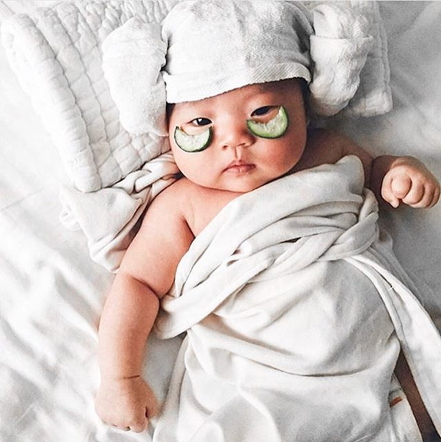 Rainy days is a call for relaxing in bed and enjoying air of 'me' time! This baby is our mood for today... 🧖🏻‍♀️ Comment below your plans for today. ✨