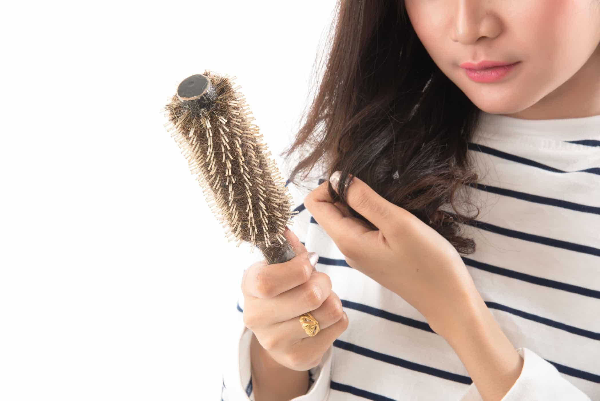 Tips Cara Mengatasi Dan Mengurangi Rambut Rontok Alora Hair Beauty Spa Beauty Is A Choice