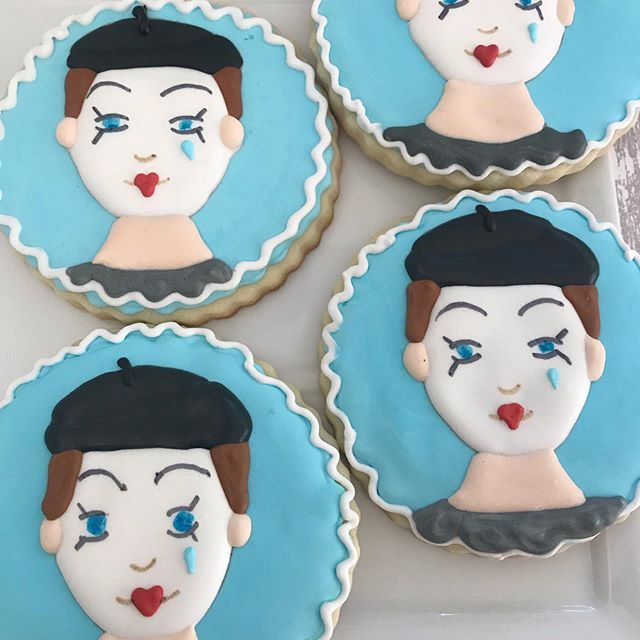 I love looking at these cookies. Designed for a young girls, dance team, whose routine is called 'Send in the Clowns', an old Judy Collins song. Wishing the girls best of luck in their final performance ! 🙌🏻👍🏻💃💕 thanks for asking me to make these celebratory cookies @melpiz #clowns #dance #performance #sayitwithcookies #cookies #customcookies #decoratedcookies #byhand #edibleart #studio #performance #perform #stage #girls #routine #royalicing #songs #judycollins #beret