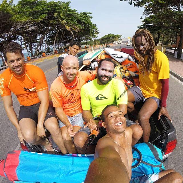 Yesterday down wind with my friends ✌#kitelegendteam #puertoplatakitesurfing