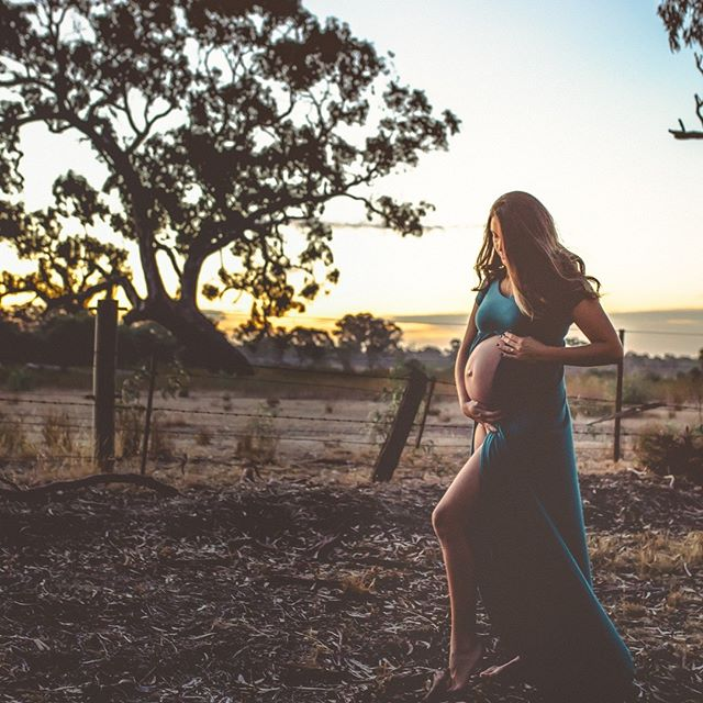 What an amazing pregnant lady!!!! 🔥  PM me for any enquires anytime or have a look through my website @ https://www.stephanieeastonphotography.com . . . . . . . . . . . . . . . . . .⠀ .⠀ #maternityshootmelbourne #melbournefamilyphotographer #melbournematernityphotographer #sunsetchaser #findthelight #melbourneweddingphotographer #belovedstories #nothingisordinary #aperfectmoment #theperfectmoment #babylove #pregnancydiary #motherhood #loveauthentic #justalittleloveinspo #loveandwildhearts #loveintentionally #goldenlight #goldenhour #sunsetphotographer #backlighting #findyourhues #doreen #doreenphotographer