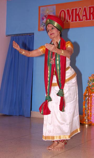 Mandakini Trivedi narrates the story of the wedding of Shiva-Parvati through dance