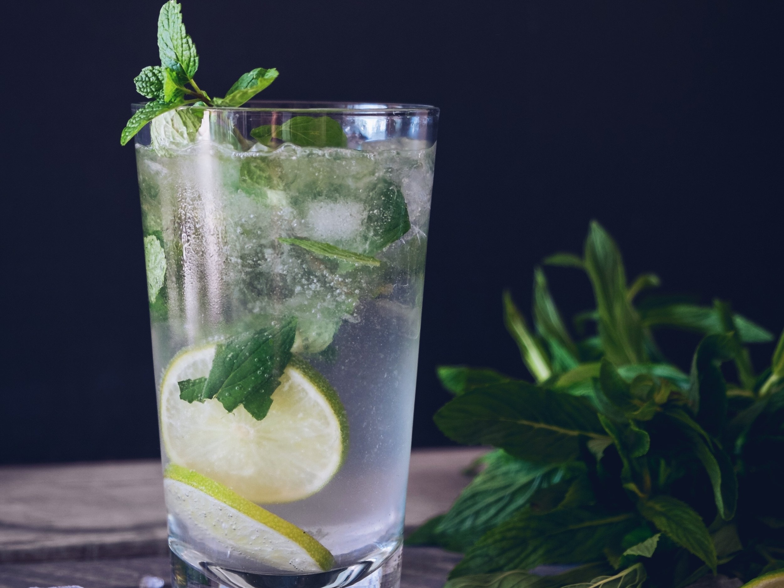 EASY & CLASSIC COCKTAILS THAT FIT ANY BRIDE'S PREFERENCE