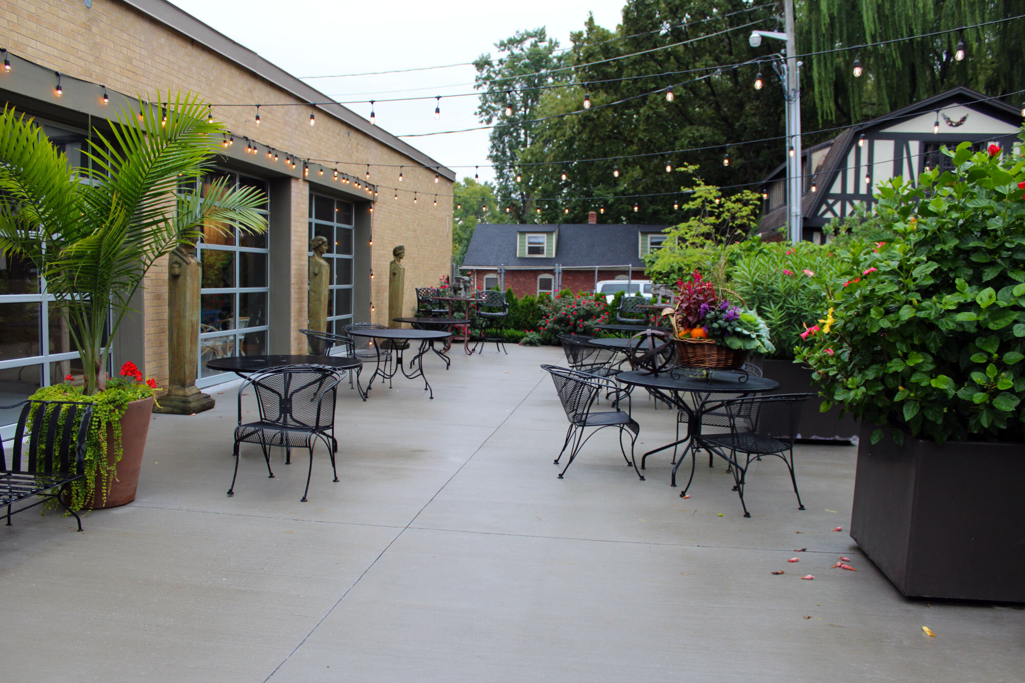 Swan-Dive-Event-Center-outside-patio-Independence-Missouri-by-Vivilore-Restaurant.jpg