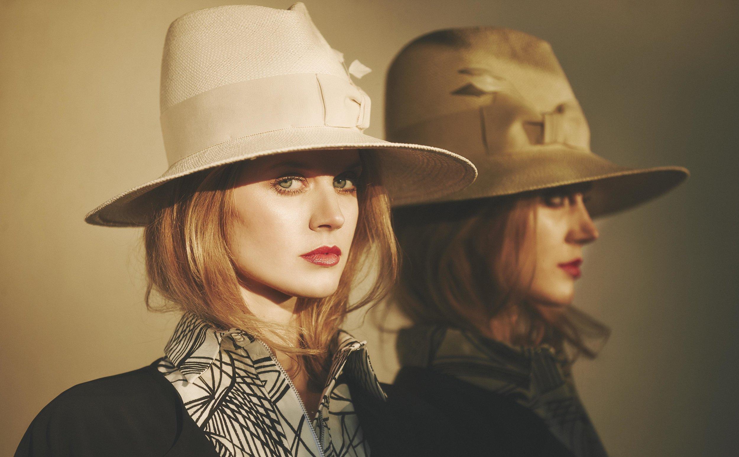 Jayne Moore cool autumnal make up looks fall make up day time smokey eye green eyes red lip bold hat
