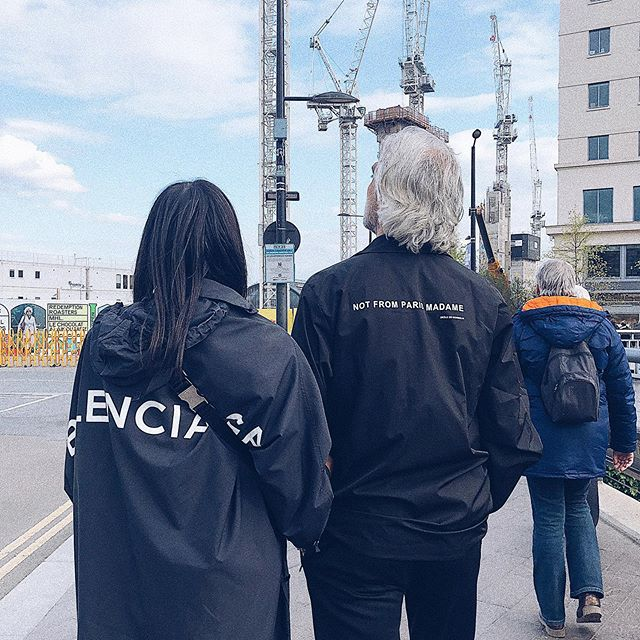 """In French we would call these two """"vieux beaux"""", ageing Romeos... And Juliets...⠀ .⠀ .⠀ .⠀ .⠀ .⠀ #londoners #streetstyle #ootd #balenciaga"""