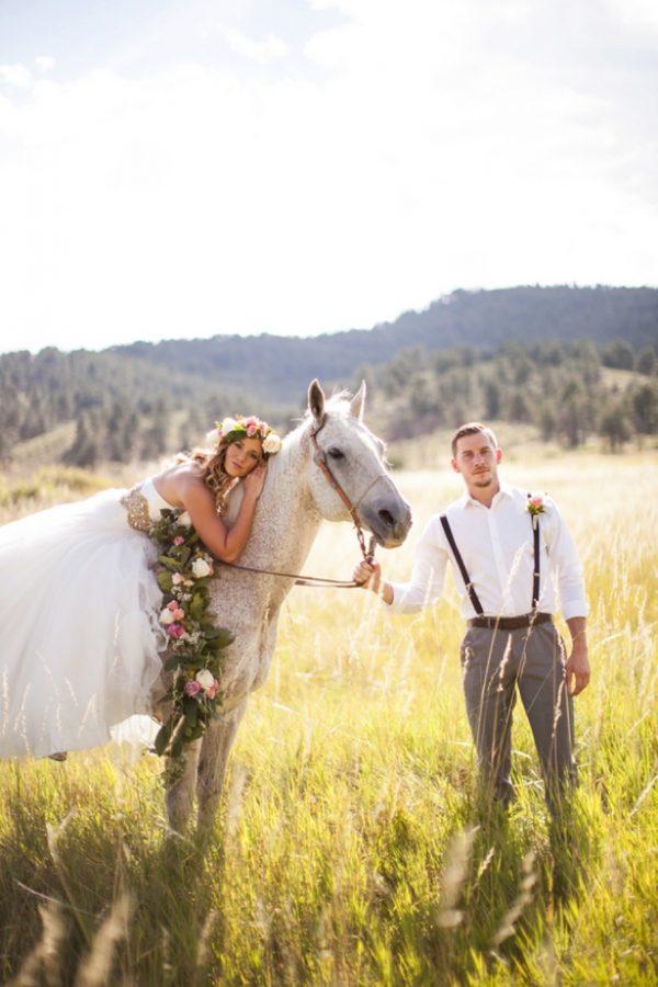 horse-and-flower-crown-wedding-photo-shoot-ideas.jpg