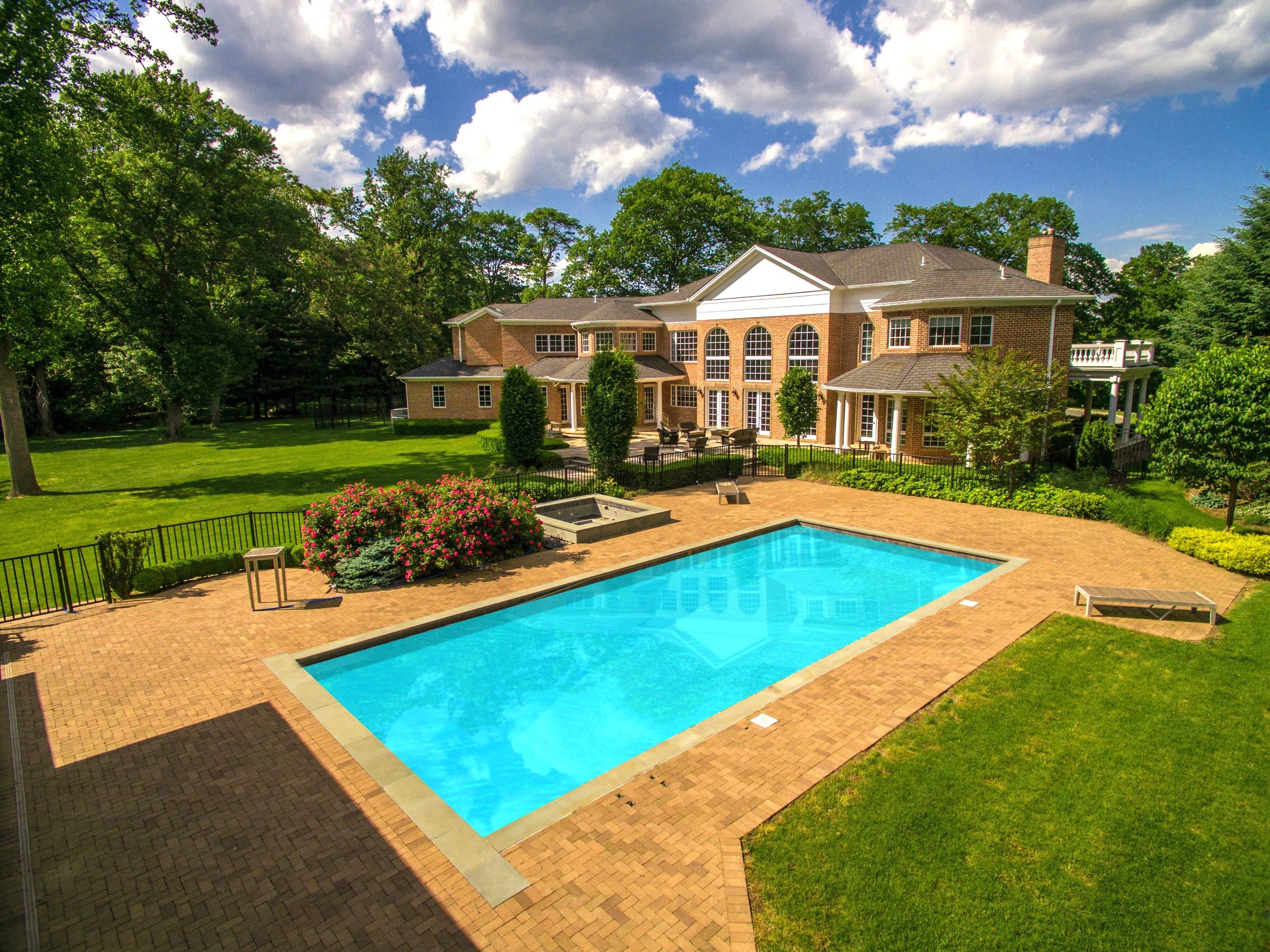 $5.85M | Sands Point, NY