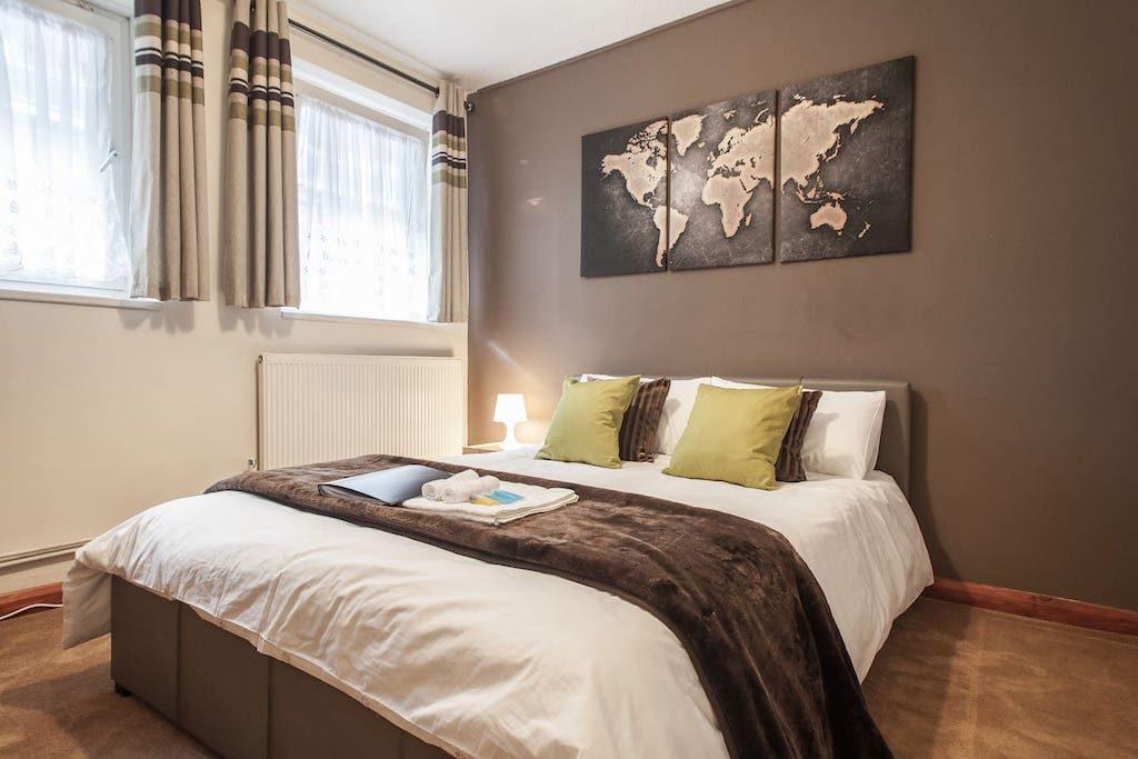 Chocolate-Room-Airbnb-London-1024x683.jpg