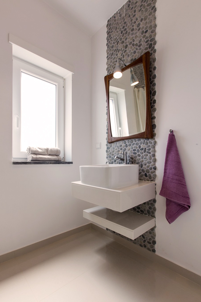 mav2_shared_bathroom_1floor.jpg