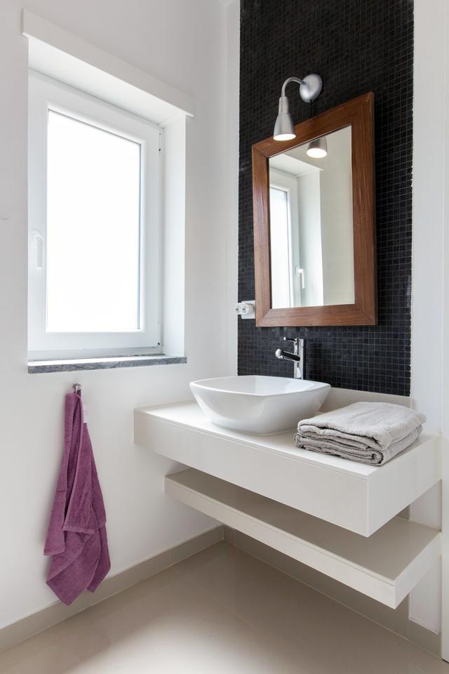 mav2_Peralta_bathroom2.jpg