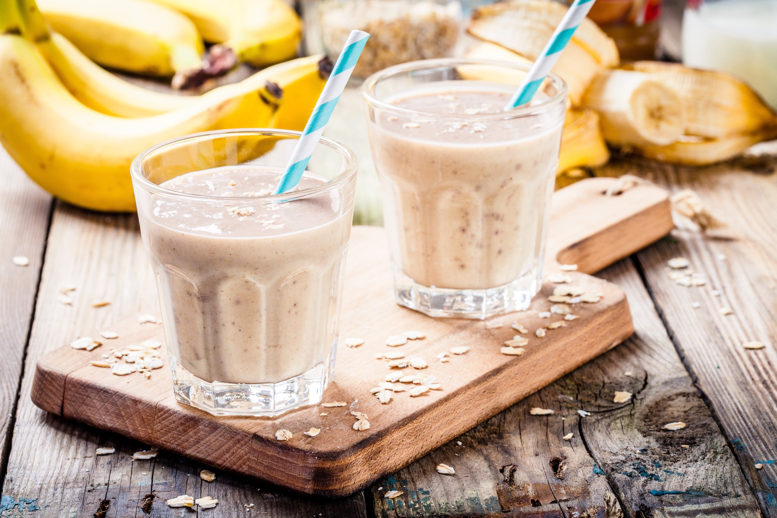banana-smoothie-with-oatmeal-peanut-butter-and-P89JRF3.jpg
