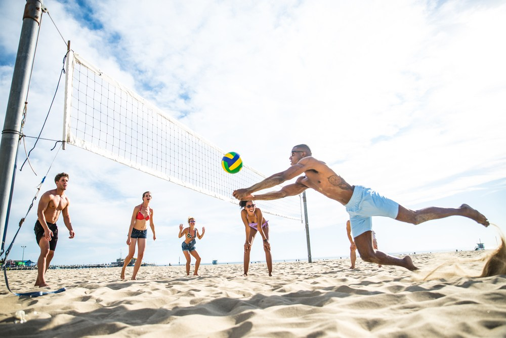 Play with us - Whatever your jam, enjoy! Get energized with our team and individual sports: squash, pickleball, ultimate, tennis, beach volleyball, beach soccer and beach tennis!