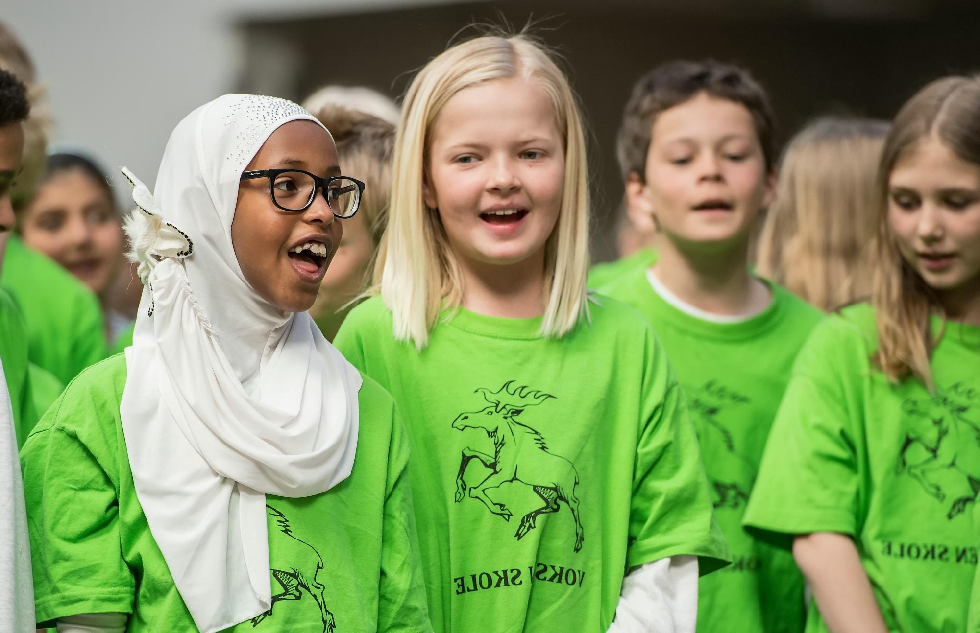 Bli en Syngende skole - Vil din skole satse på sang som en positiv og synlig aktivitet i skolehverdagen, og på den måten styrke både læringsmiljøet og det psykososiale miljøet? Få ressursene og veiledningen til å kunne gjennomføre et sangløft!