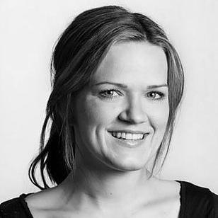 - Inga SandveUtdannet pedagog med piano som hovedinstrument fra NMH. Siden 2008 har hun jobbet som dirigent for tre store barnekor i Oslo, og er daglig leder for Sandve musikkskole og FONOKO. Inga har god erfaring innen administrasjon og ledelse i kulturlivet. Hun er styreleder i Ung i Kor nasjonalt, og er sterkt engasjert i barn og ungdom som synger i kor.