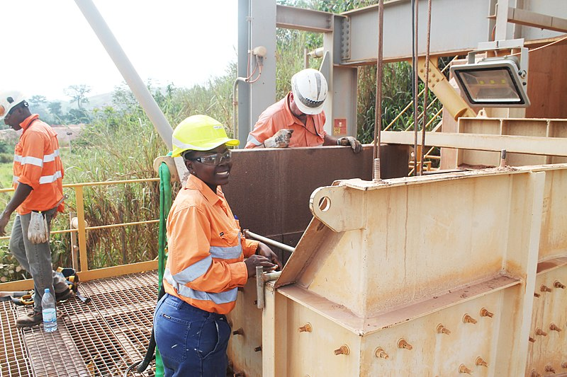 800px-Ivorian_Women_in_Mining_IndustryːThe_nice_safety_officer.jpg
