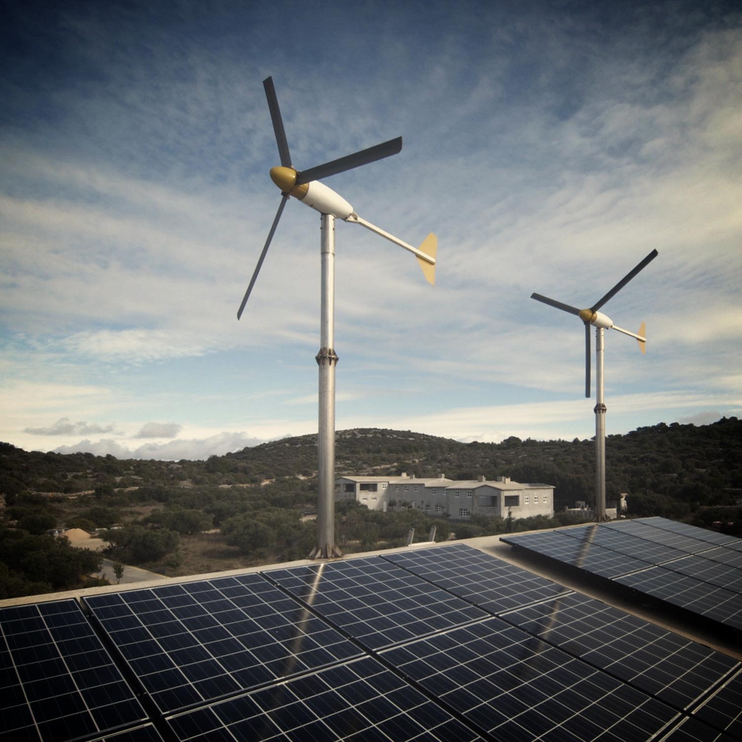 Hybrid_system,_2400W_windturbines,_4000W_solar_modules,_island_Zirje,_Croatia.jpg
