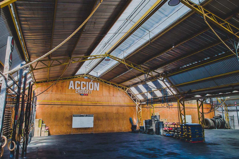 1000 mt2 DE pura ACCIÓN - Nuestra infraestructura ofrece un espacio realmente envidiable para practicar deporte de alta intensidad, relajarte con tus amigos o en nuestra sala de Yoga.