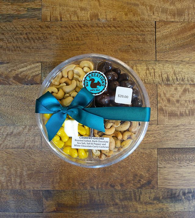 Why choose one, when you can have them all?!😋 Pick and choose your nuts, mixes, and flavors in our personalized trays or grab our pre-made trays of our best sellers! Perfect for gifts or just for your enjoyment of snacking!❤️ #CashewsGalore