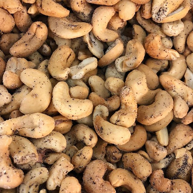 More Sea Salt & Pepper Cashews, please!🤗 These delicious cashews are #Vegan, #GlutenFree, #SugarFree, and #CertifiedKosher. Almost too good to be true, but yet, it's true!👌