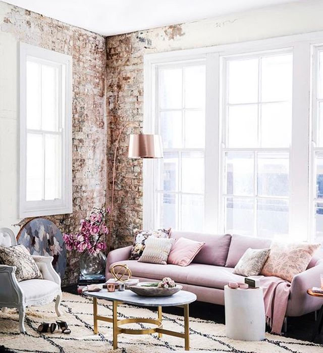 Happy Monday!  Let's do this, ladies! 🌸✨ Thank you to Feather & Marble for this interior decor inspiration, we love how the dusty rose accents get incorporated into the clean neutral space. A great living room to come back to after a long day of meetings! ✔️ ⠀⠀⠀⠀⠀⠀⠀⠀⠀ #woman #womanempowerment #interiordesign #interiordesignlovers #interiordesign #dustypink #millenialpink #decor #bossbabe #bosslady #bossladymindset #rosegold