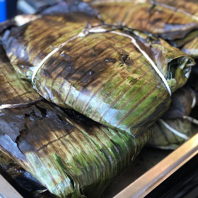 Handaan: Kamayan Dinner. Banana Leaf Roasted Pampano ⬅️(swipe). Embutido Filipino Style Meatloaf. 2 sneak peek goodies ya gotta eat with yo Hands!!! Tonight @hiddenspringsaleworks and a libation from @thepinkpineappletampa. Ya feel...