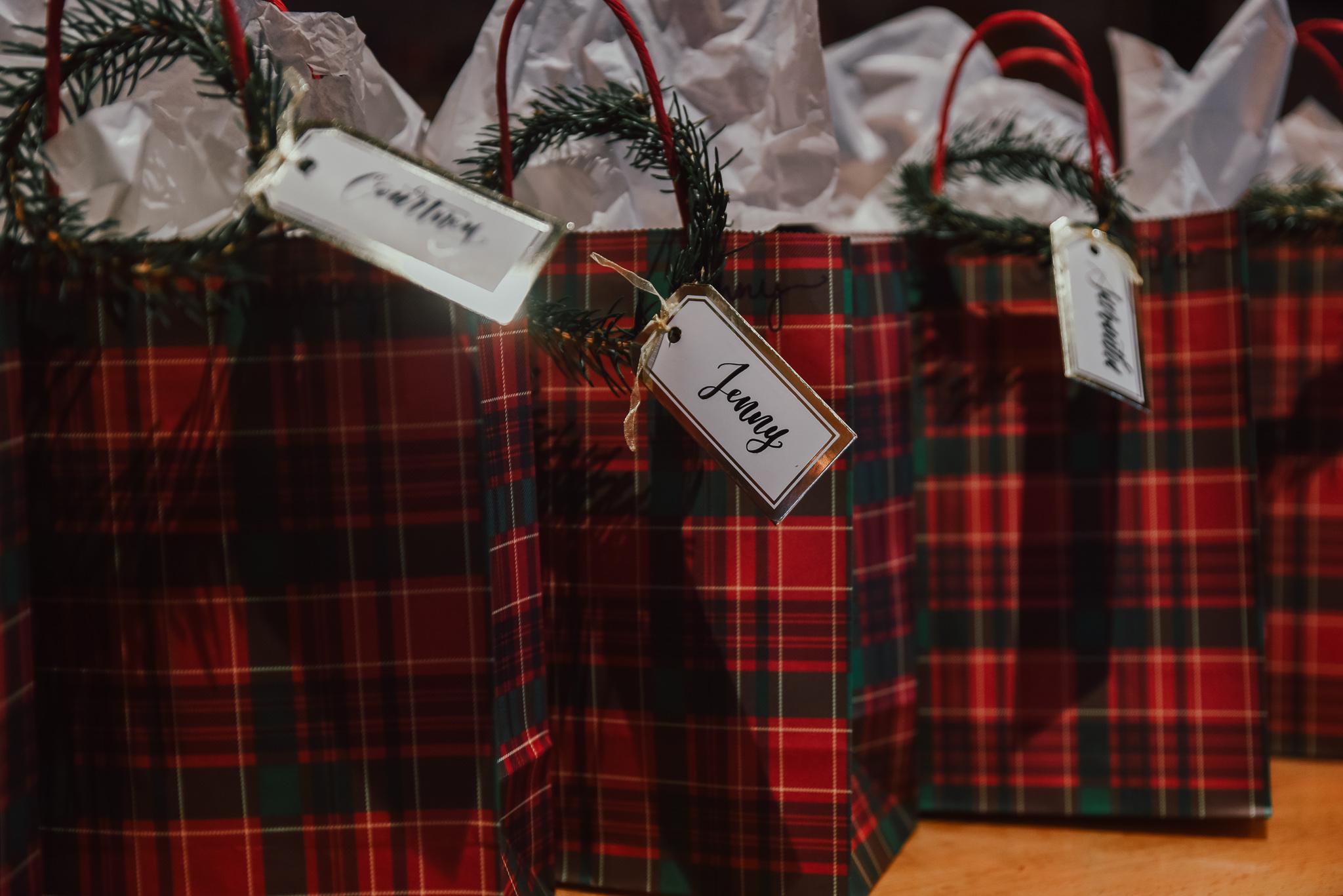 Pine-Wreath-Gift-Tag-Holiday-DIY-2.jpg
