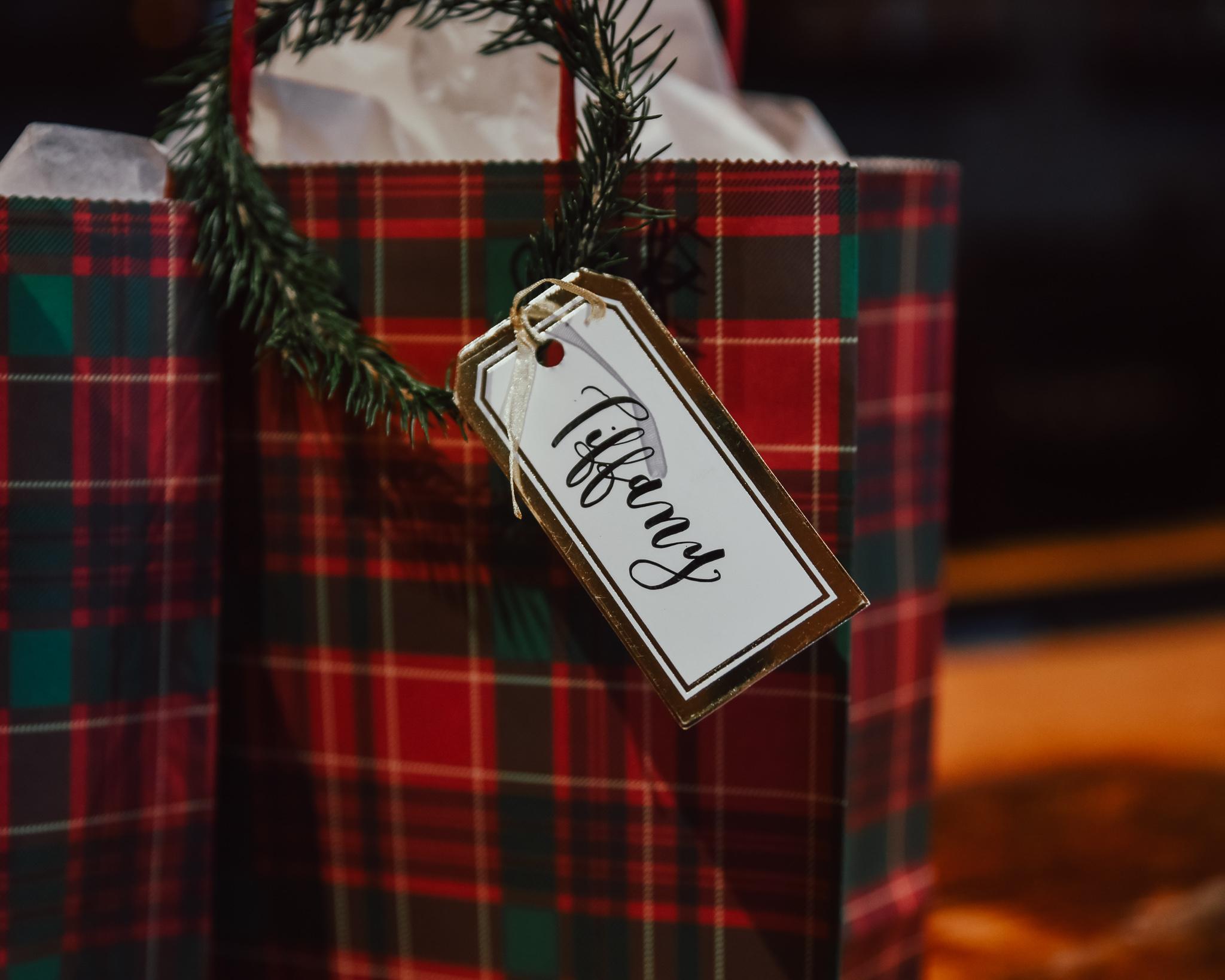 Pine-Wreath-Gift-Tag-Holiday-DIY-3.jpg