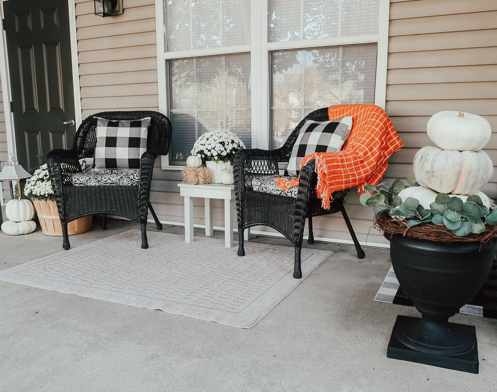 fall-front-porch-decor-3.jpg