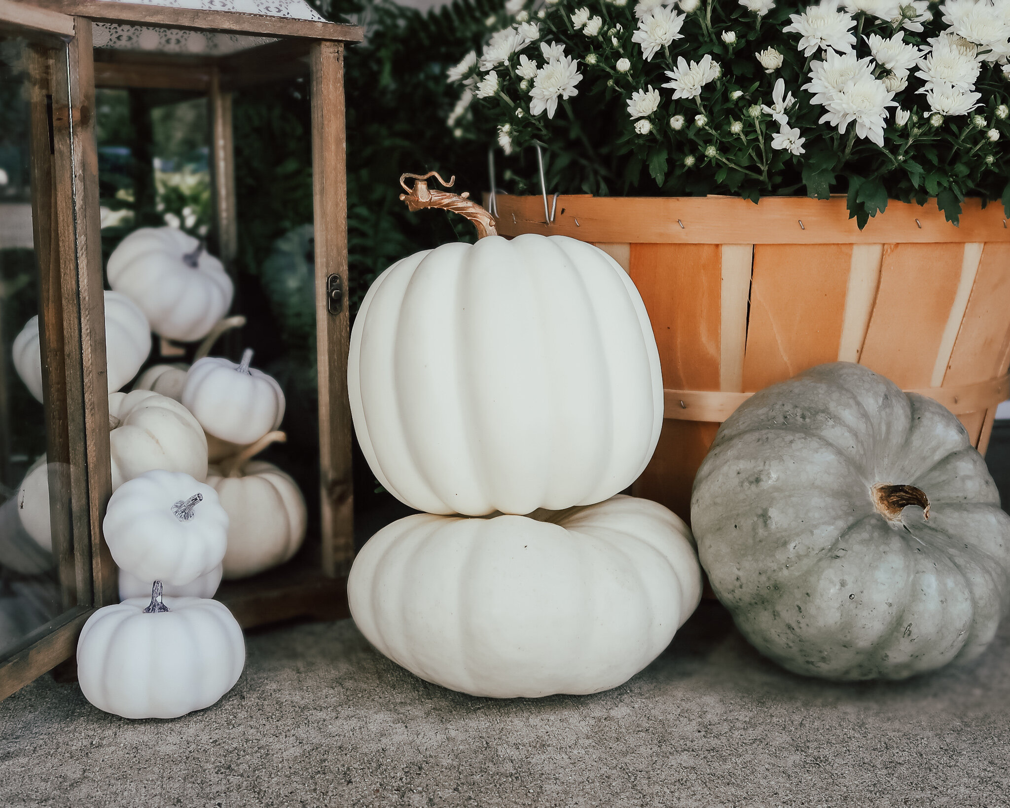 fall-front-porch-decor-10.jpg