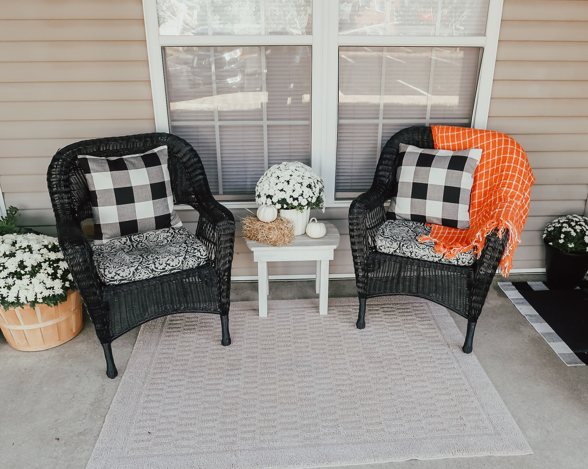 fall-front-porch-decor-12.jpg