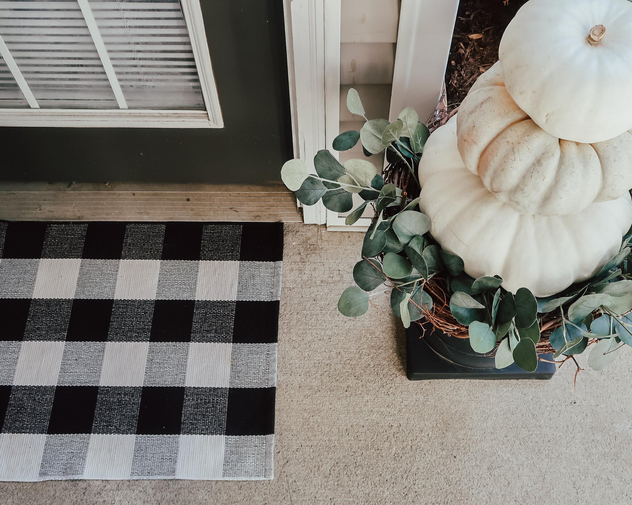fall-front-porch-decor-14.jpg