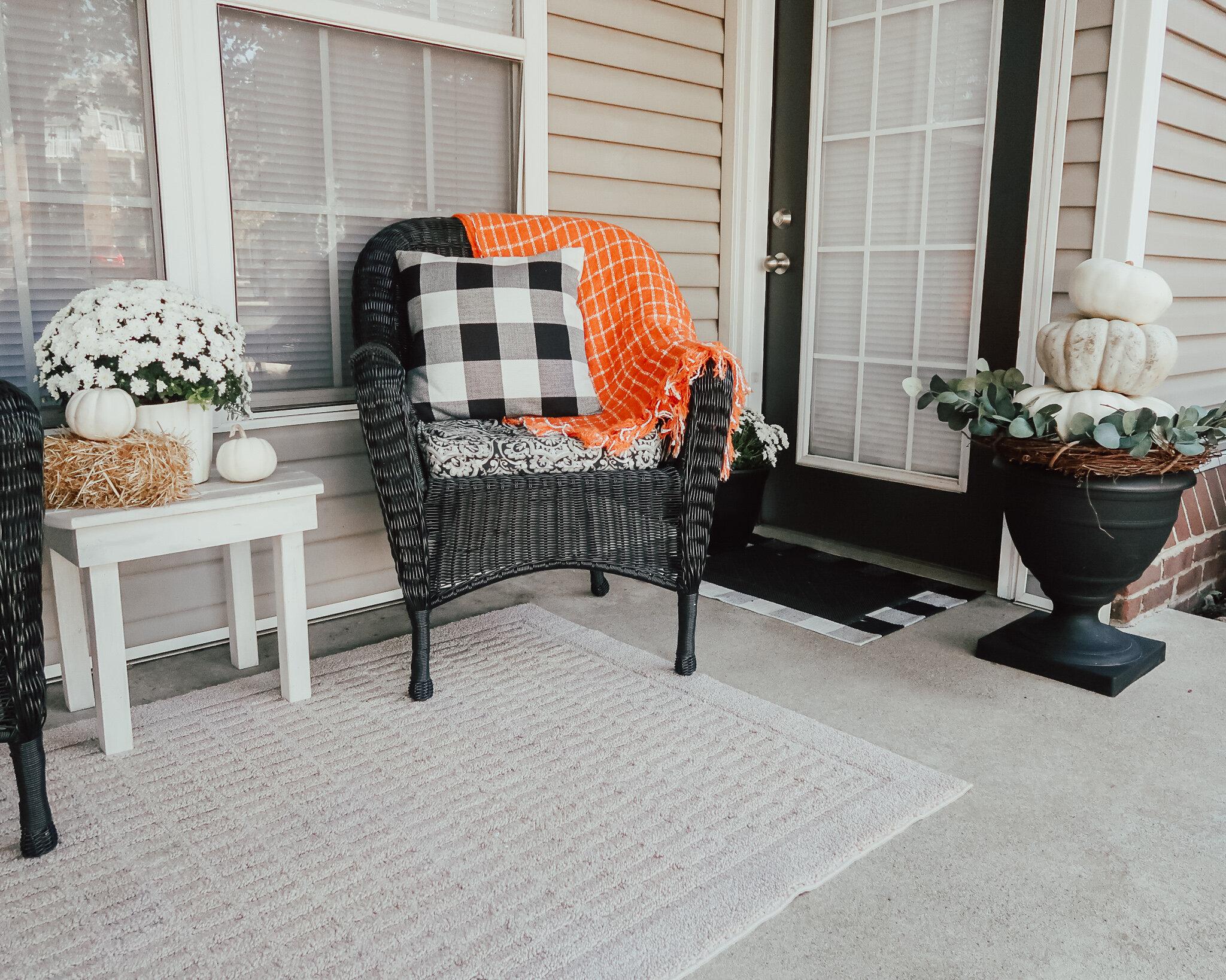 fall-front-porch-decor-15.jpg