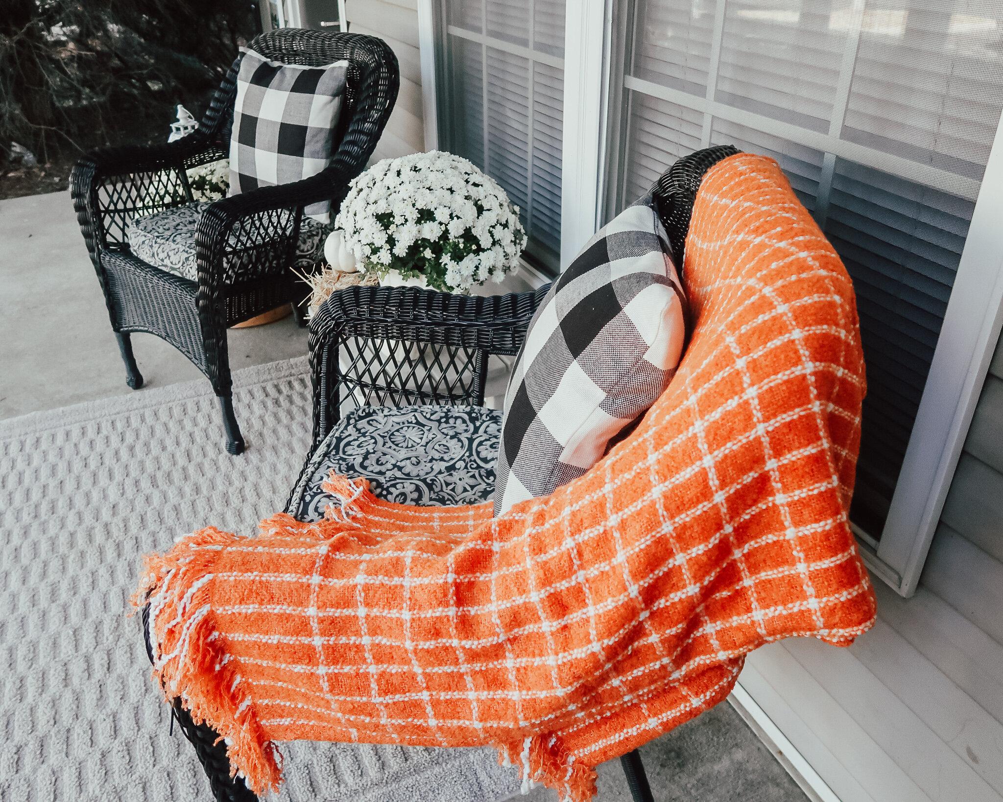 fall-front-porch-decor-16.jpg