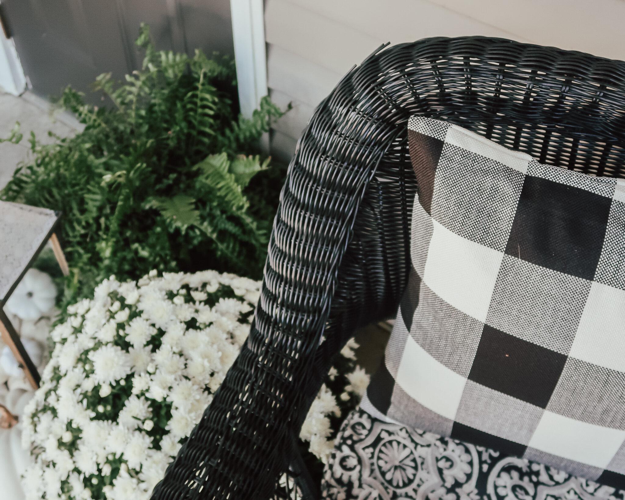 fall-front-porch-decor-18.jpg