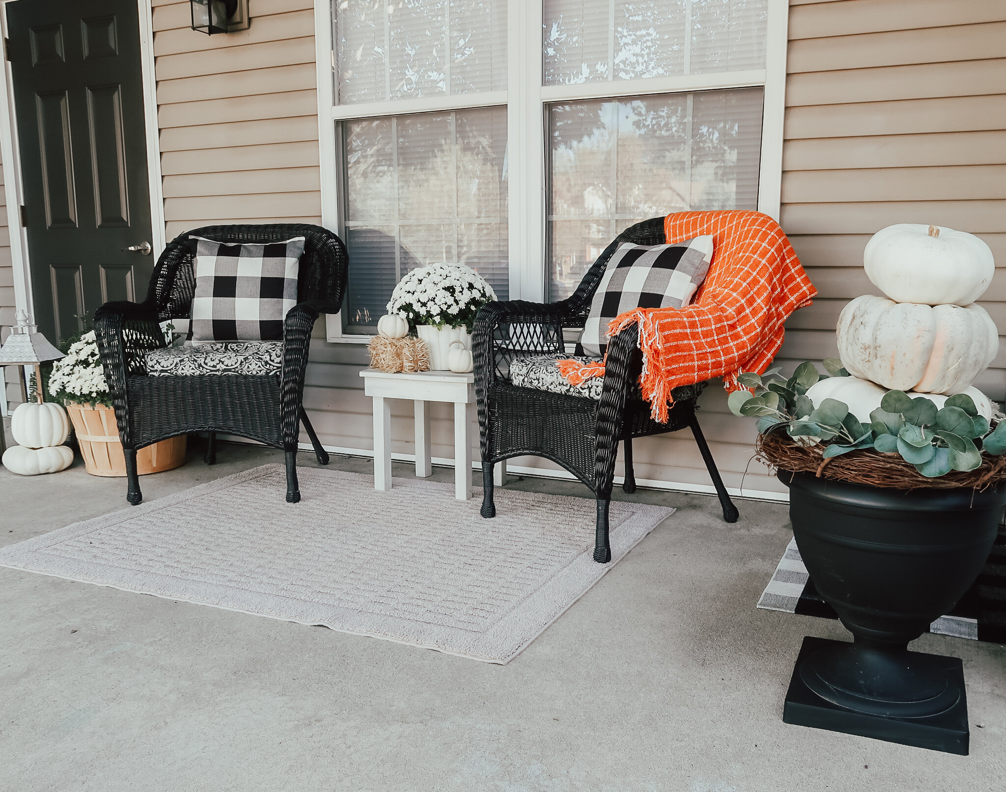 fall-front-porch-decor-3.jpg