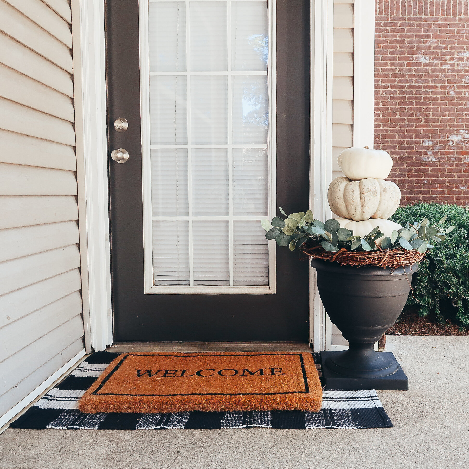 DIY-fall-pumpkin-topiary-1.jpg