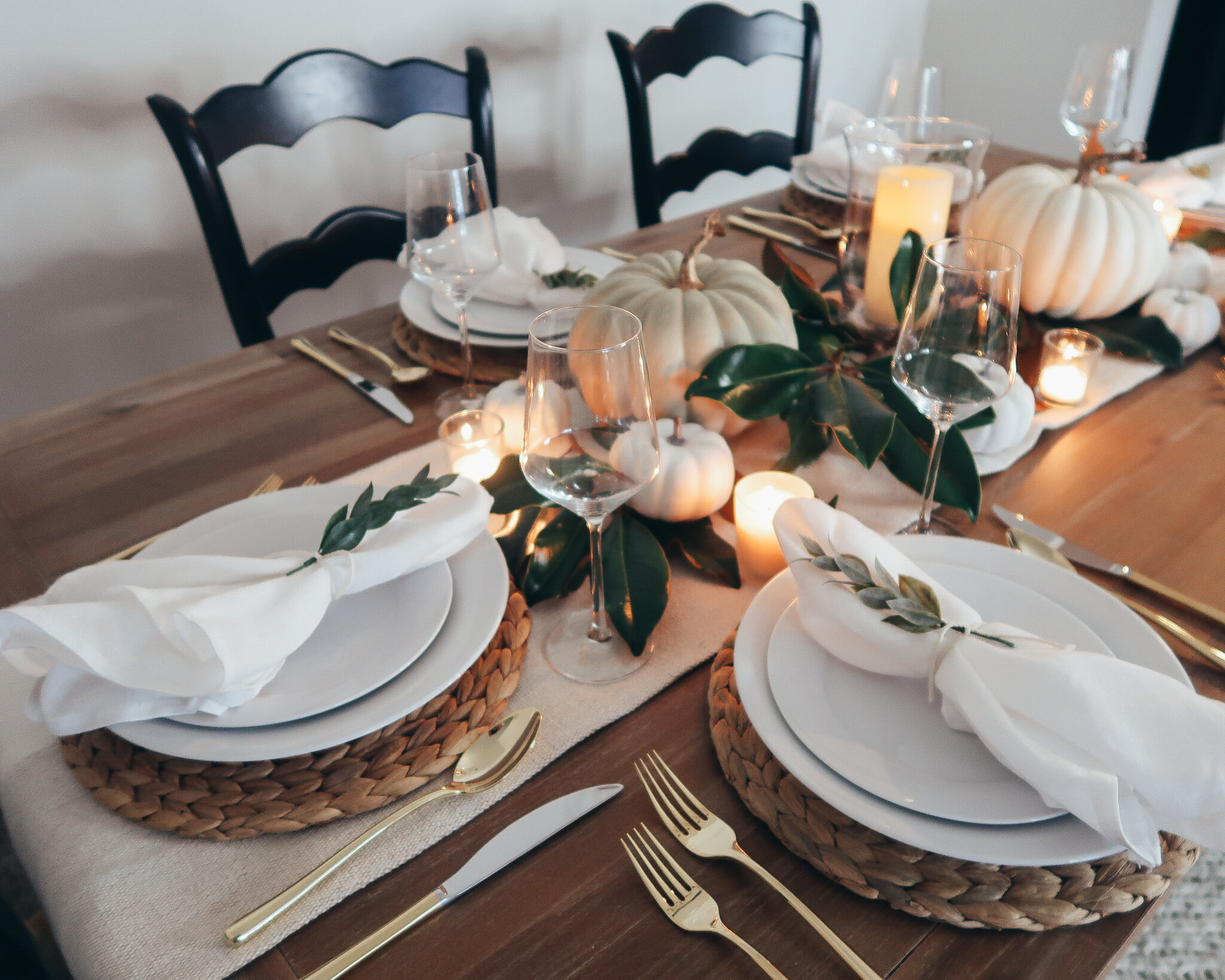 simplistic-thanksgiving-tablescape-1.jpg