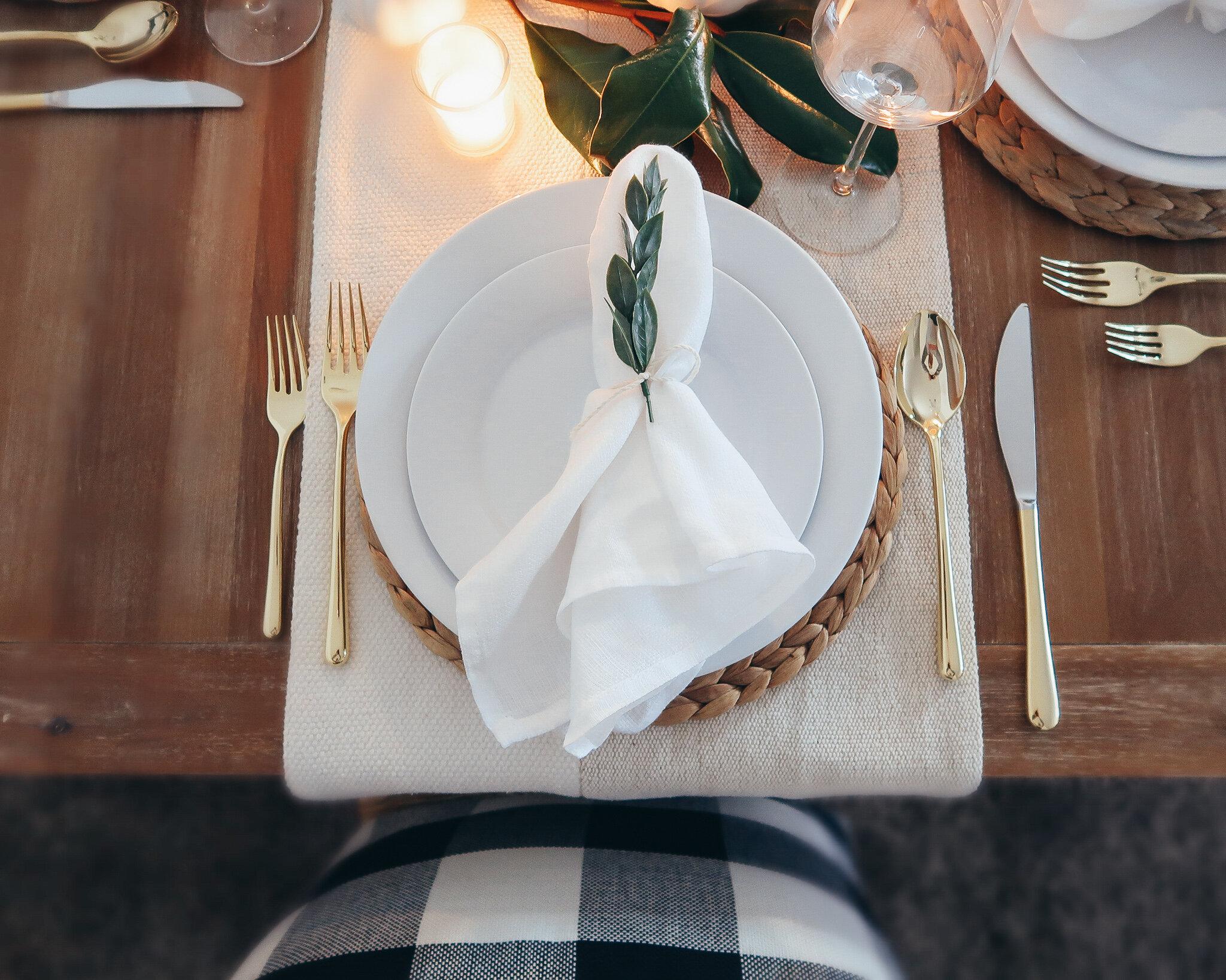 simplistic-thanksgiving-tablescape-5.jpg