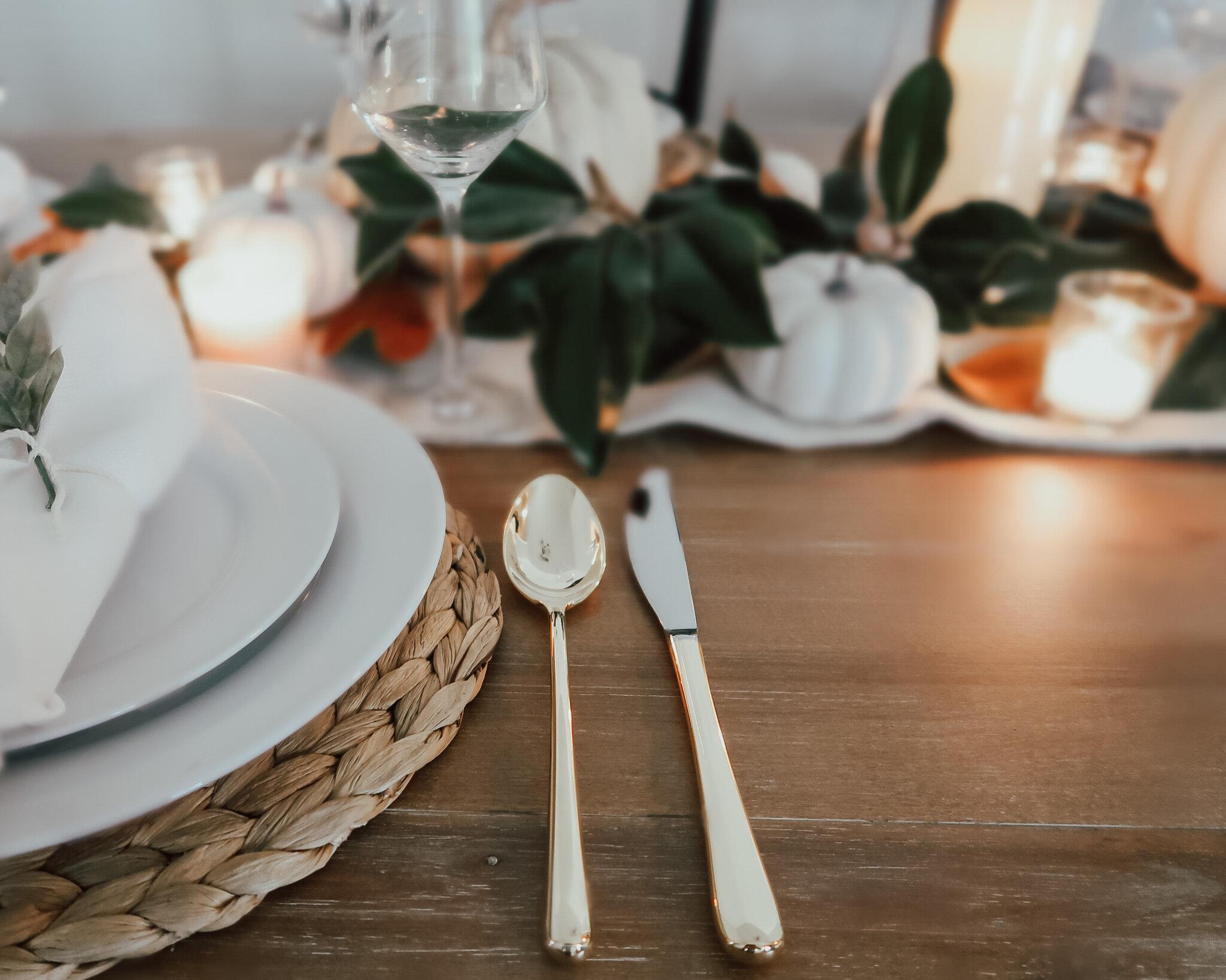 simplistic-thanksgiving-tablescape-12.jpg