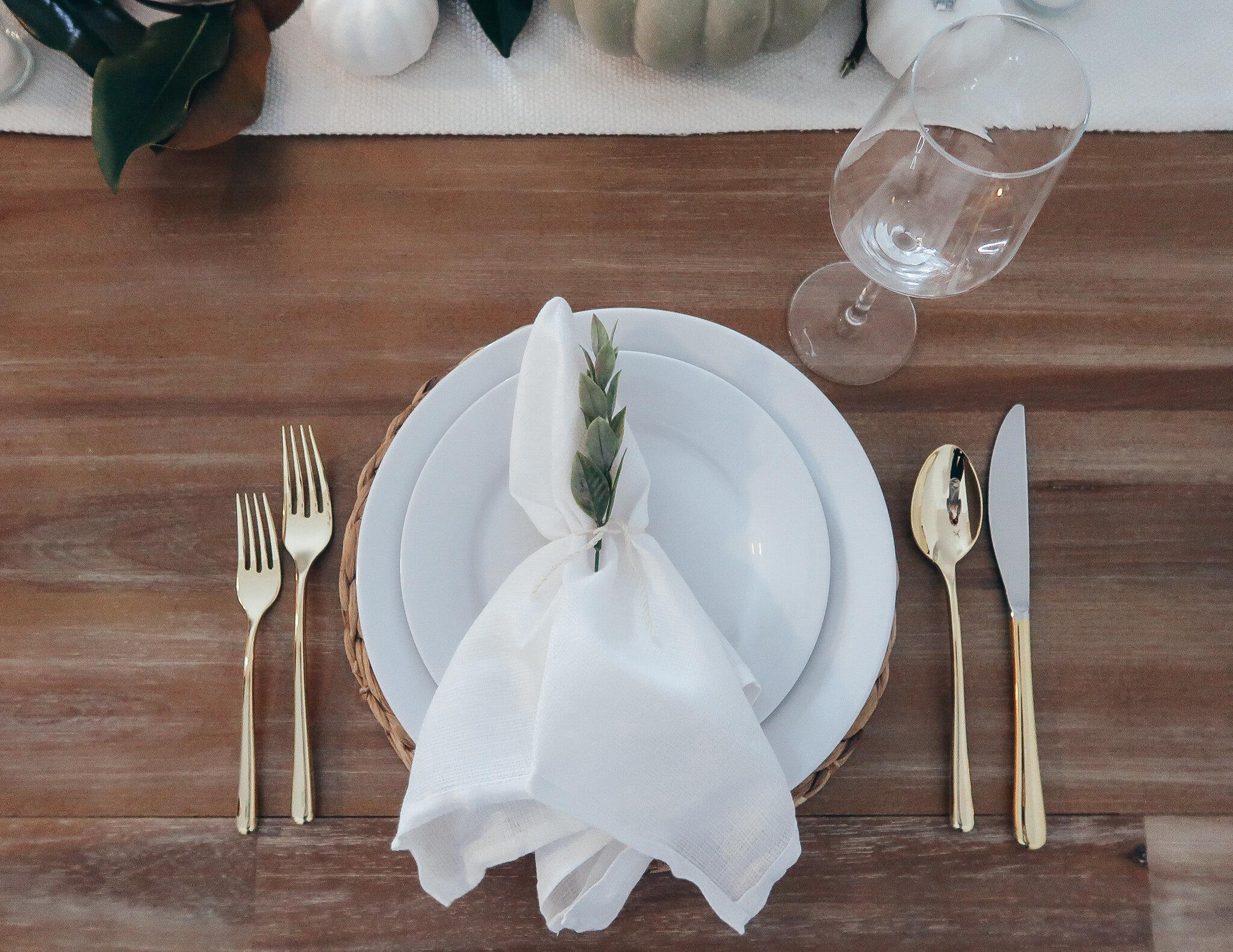 simplistic-thanksgiving-tablescape-15.jpg