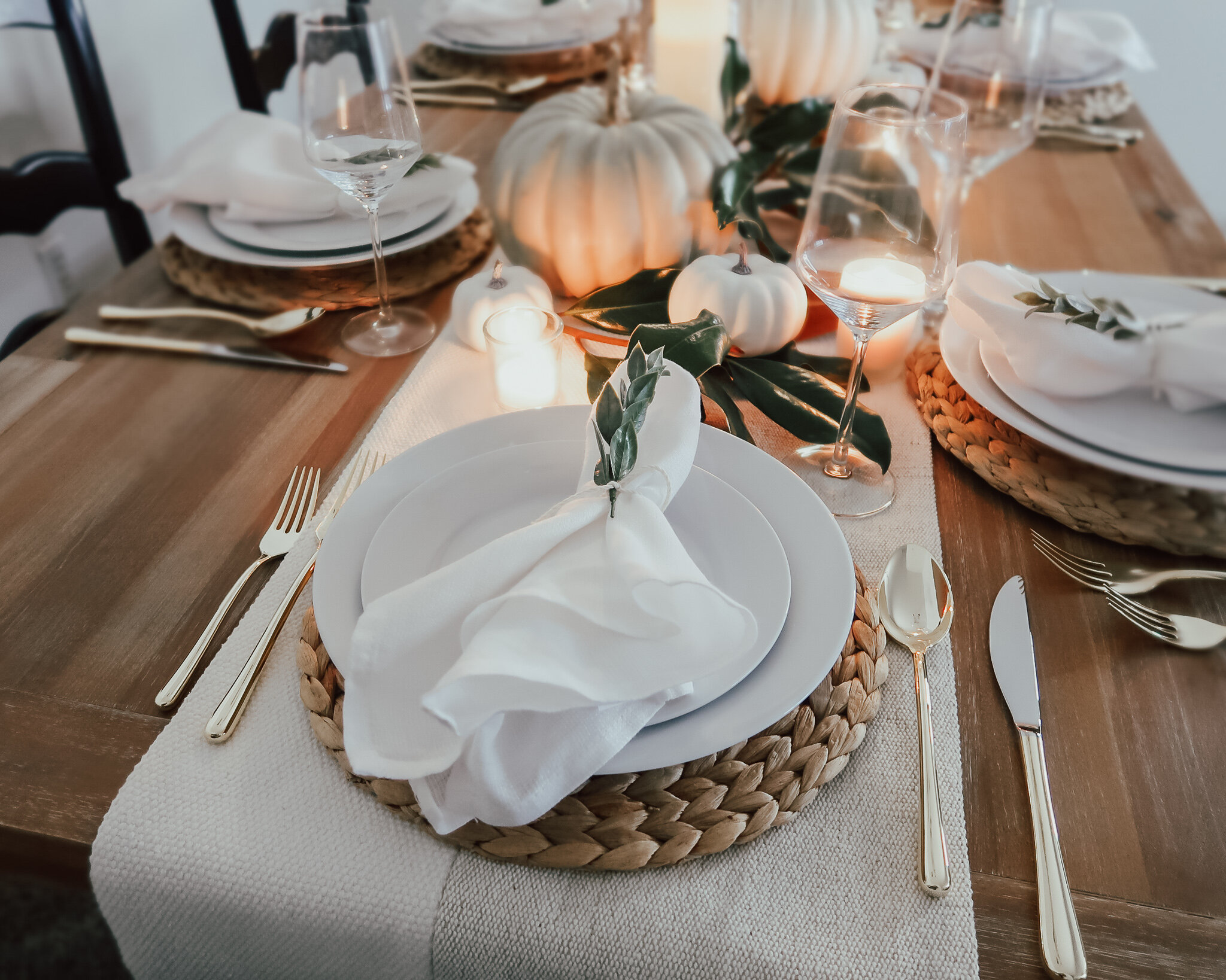 simplistic-thanksgiving-tablescape-14.jpg