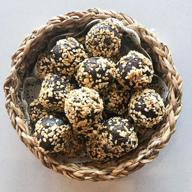 🥜🍫How good do these chocolate peanut butter balls look 😍 Super moreish, super delicious 😋 - - - - - #love #instadaily #food #picoftheday #instagood #amazing #photooftheday #yum #foodporn #delish #delicious #foodpic #eat #hungry #drink #coffee #cafe #instacoffee #cafelife #coffeeoftheday #coffeelover #coffeeholic #coffeelove  #coffeeholic #coffeelife #dessert #dessertporn #coomera #turkishfood #bakery