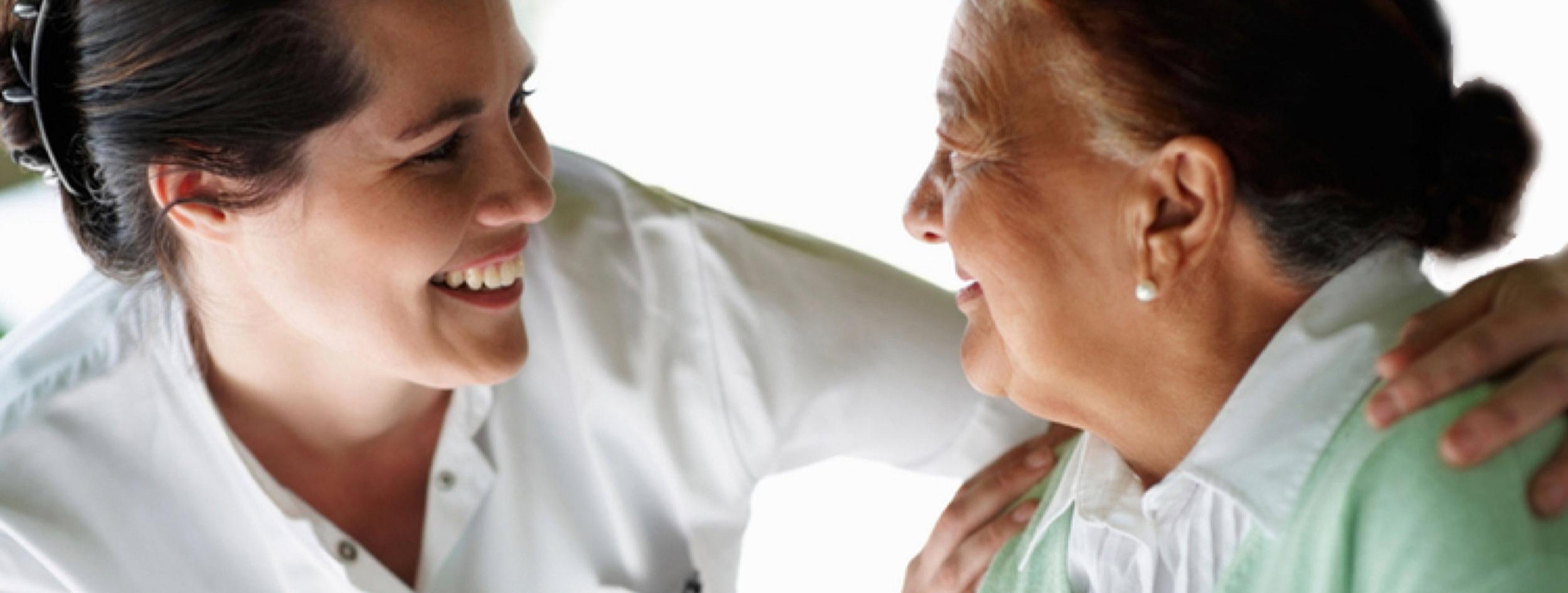 Cuidadora+enfermera+adultos+mayores